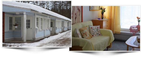 Vasemmalla vaaleansini-valkoinen puinen rivitalo ulkoapäin lumisessa maisemassa. Oikealla valoisa huone, jossa iso ikkuna, sohva, sohvapöytä, seinävaate ja hylly.